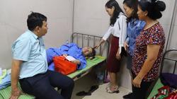 Báo Dân Việt tặng quà cho người mẹ nằm một chỗ, lo con bị thất học
