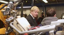 Thủ tướng Anh được bạn gái tặng xe máy cũ