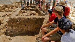 Những người mê khám phá xương khủng long hay những ngôi đền cổ đừng bỏ lỡ cơ hội này