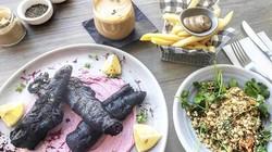 Món ăn đen sì, nhìn phát hãi nhưng lại được dân sành ăn đổ xô đi nếm thử