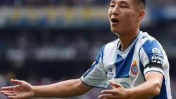 Wu Lei sút tung lưới Barcelona, báo Trung Quốc hết lời ca ngợi