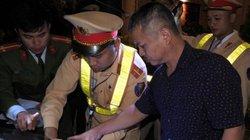Tạm giữ tài xế ô tô đánh CSGT khi bị kiểm tra nồng độ cồn