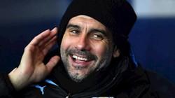 """Man City kéo sập Old Trafford, HLV Guardiola """"khen đểu"""" M.U"""