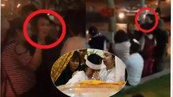 """Người dân """"náo loạn"""" chụp ảnh, livestream với sao Việt trong tang lễ NS Nguyễn Chánh Tín gây phản cảm"""