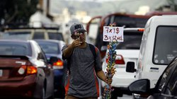 """Venezuela """"nhức đầu"""" vì có quá nhiều tiền đô la"""