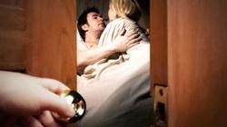 """Bắt chồng ngoại tình tại nhà, vợ bán luôn cho """"tiểu tam"""" lấy 400.000 đồng"""