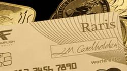 Sốc: Thẻ tín dụng đúc bằng vàng, miễn phí giao dịch ngoại hối