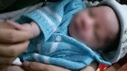 Bé sơ sinh bị bỏ trước cổng nhà dân cùng bức thư 'Mẹ xin lỗi con...'