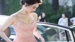 Loạt hoa tai Chanel diện Tết của Hari Won