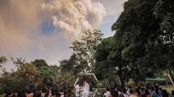 Hú hồn đám cưới cách núi lửa đang phun trào 20km