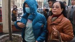 Vụ án trường Gateway: Bà Nguyễn Bích Quy che kín mặt khi đến toà