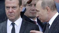 Ảnh: Những khoảnh khắc khó quên trong 30 năm sát cánh giữa Putin và Medvedev