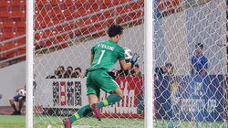 """Clip: Bùi Tiến Dũng mắc sai lầm """"khó đỡ"""", U23 Việt Nam thủng lưới"""