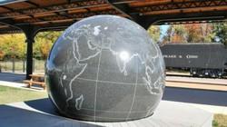 Hòn đá 29 tấn người thường có thể xoay