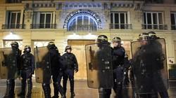 Người biểu tình bao vây Tổng thống Pháp