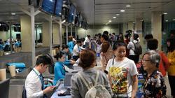 Người dân đổ về sân bay, bến xe, ga Hà Nội: Nhiều tuyến phố ùn tắc