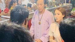 Rời đền Tổ 100 tỷ, Hoài Linh bất ngờ đi bán trầm hương ở hội chợ