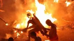 """Đến thăm lễ hội những người đàn ông cởi trần, """"hỏa chiến"""" ở Ấn Độ"""
