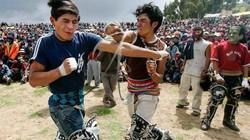 Kỳ lạ quốc gia đón năm mới bằng cách đánh nhau sứt đầu mẻ trán với hàng xóm