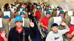 Ấm áp tình thương trên chuyến bay chở hơn 1.000 người lao động về quê nghỉ Tết