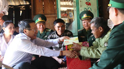 29 hộ người Lào biên giới Hướng Hóa lần đầu tiên được đón Tết Việt