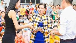 Công Vinh trao tặng gần 1 tỷ đồng cho công nhân về quê đón Tết