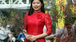 Chợ hoa lâu đời nhất Hà Nội nhộn nhịp cảnh mua sắm ngày cận Tết