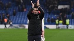 """Arsenal hòa kiên cường Chelsea, HLV Arteta tha thứ cho một """"tội đồ"""""""