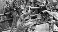"""Khoảnh khắc quân giải phóng Việt Nam tóm sống """"xe tăng 6 nòng"""" của Mỹ"""
