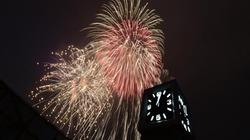 Màn pháo hoa rực rỡ chào đón năm mới 2020 bên hồ Gươm