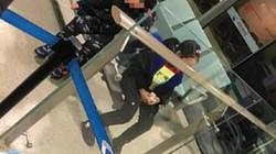 Sốc: Cha mẹ bỏ hai con lại sân bay vì nghi nhiễm virus corona