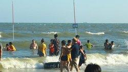 Hai du khách tử vong khi tắm biển tại khu dự án Furama Resort
