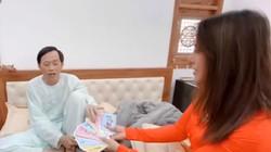 Hoài Linh trả lại lì xì đầu năm khiến Nam Thư lo lắng