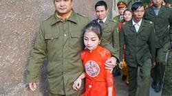 """""""Tướng bà"""" 9 tuổi được bảo vệ nghiêm ngặt tại hội Gióng"""