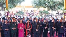 Phó Chủ tịch nước Đặng Thị Ngọc Thịnh dâng hương tại đền Hai Bà Trưng