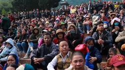 Hàng vạn du khách vượt suối, chen chúc về dự khai hội chùa Hương