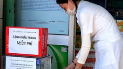 Nha Trang: Phát 12.000 chiếc khẩu trang miễn phí cho người dân