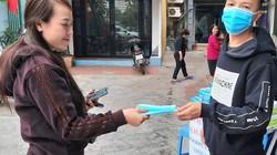 Quảng Ninh: Phát miễn phí hàng nghìn khẩu trang giữa đại dịch virus Corona
