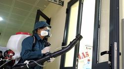 Cận cảnh phun thuốc, lau dọn phòng dịch Corona tại các trường học ở HN