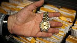 Đem bán đấu giá đồng hồ vì lâu năm không dùng, té ngửa khi biết giá trị thật của nó