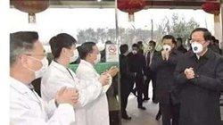 """Virus Corona: Dân TQ giận dữ với hình ảnh quan chức đeo khẩu trang """"xịn"""" hơn bác sĩ"""