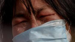 Hồ Bắc: Thương tâm cô gái ung thư không được rời vùng dịch, mẹ khóc lóc cầu xin và điều bất ngờ