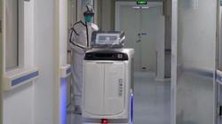 Bệnh viện Trung Quốc dùng robot vận chuyển thuốc giúp ngăn chặn lây lan virus Corona