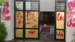 Phú Yên: Nhà riêng thượng tá công an bị bôi sơn, quăng bẩn