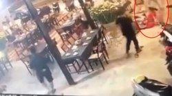 Người phụ nữ bị truy sát trong quán ăn