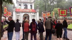 Văn Miếu - Quốc Tử Giám, đền Ngọc Sơn đón khách trở lại sau 1 ngày tạm dừng phục vụ