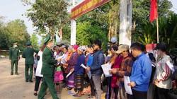 Bộ đội biên phòng Quảng Trị bày cách giúp dân ngừa virus corona