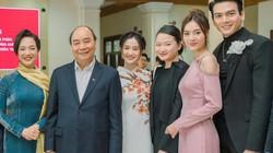 Ninh Dương Lan Ngọc diện áo dài kín đáo, cùng ê-kíp trăm tỷ gặp gỡ Thủ tướng