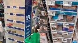 """Giới trẻ Singapore đổ xô đi tích trữ đồ, bao cao su cũng được """"vét sạch"""""""