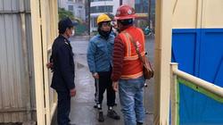 Hà Nội: Đo thân nhiệt, phát khẩu trang cho công nhân khi vào công trường xây dựng